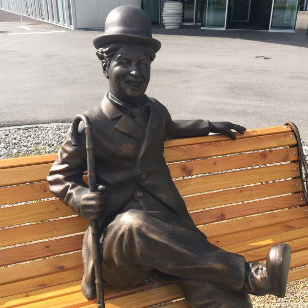 Sur un banc avec Chaplin